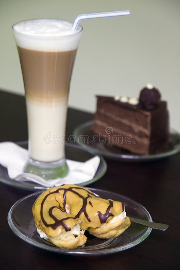 Cake en koffie royalty-vrije stock fotografie