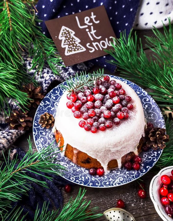 Cake met Amerikaanse veenbes voor Kerstmis Houten achtergrond royalty-vrije stock fotografie