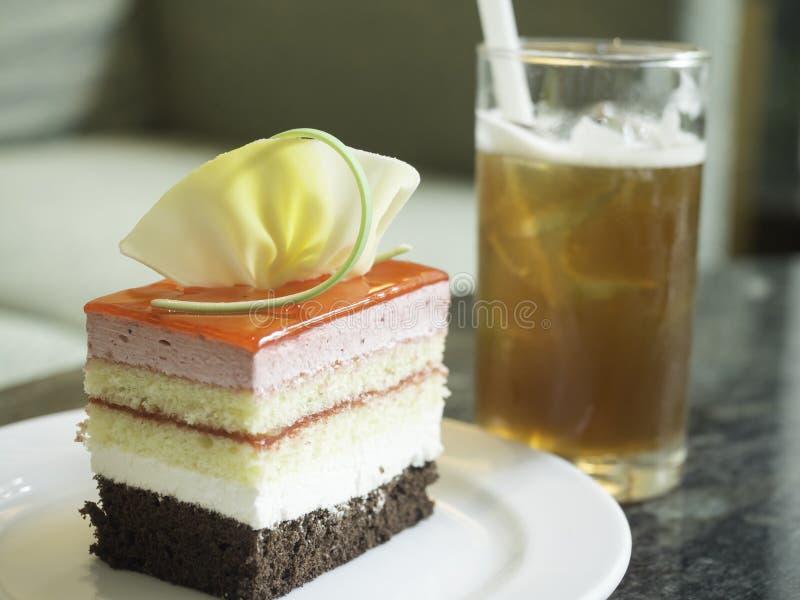 Cake met citroenthee stock foto
