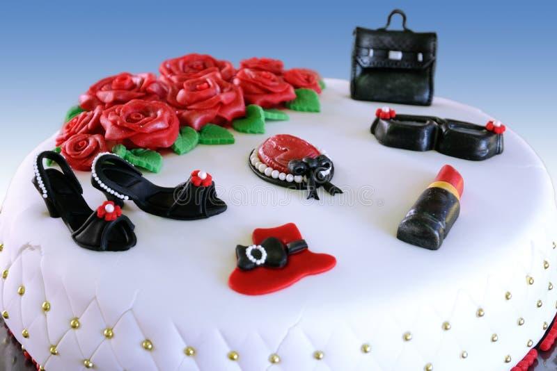 Cake met decoratieve elementen royalty-vrije stock afbeelding