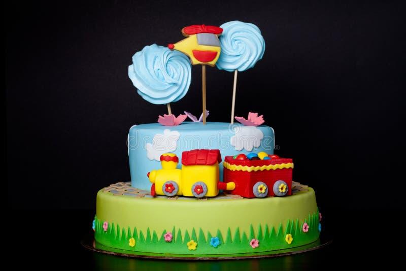 Cake met mastiek voor kinderen` s verjaardag royalty-vrije stock foto