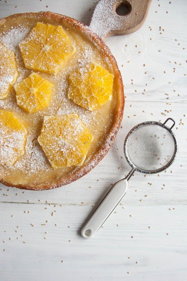 Cake met sinaasappelen royalty-vrije stock fotografie