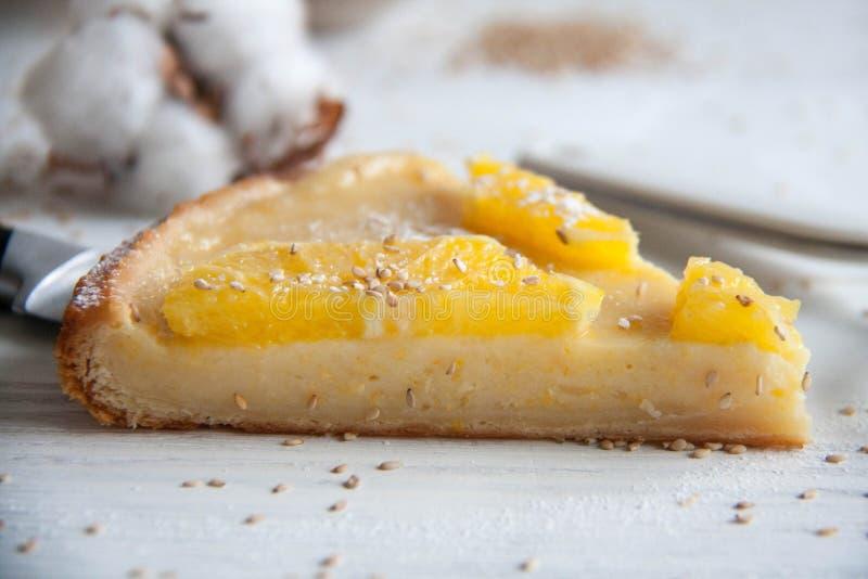 Cake met sinaasappelen stock foto's