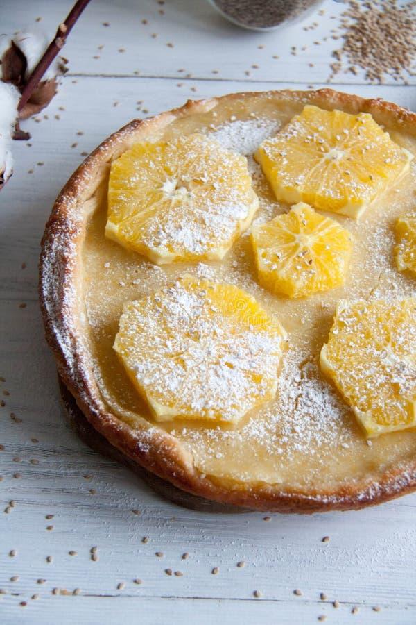 Cake met sinaasappelen stock foto