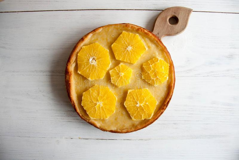 Cake met sinaasappelen stock fotografie