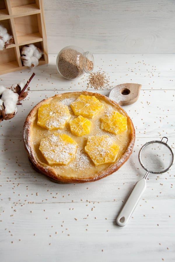Cake met sinaasappelen royalty-vrije stock foto's