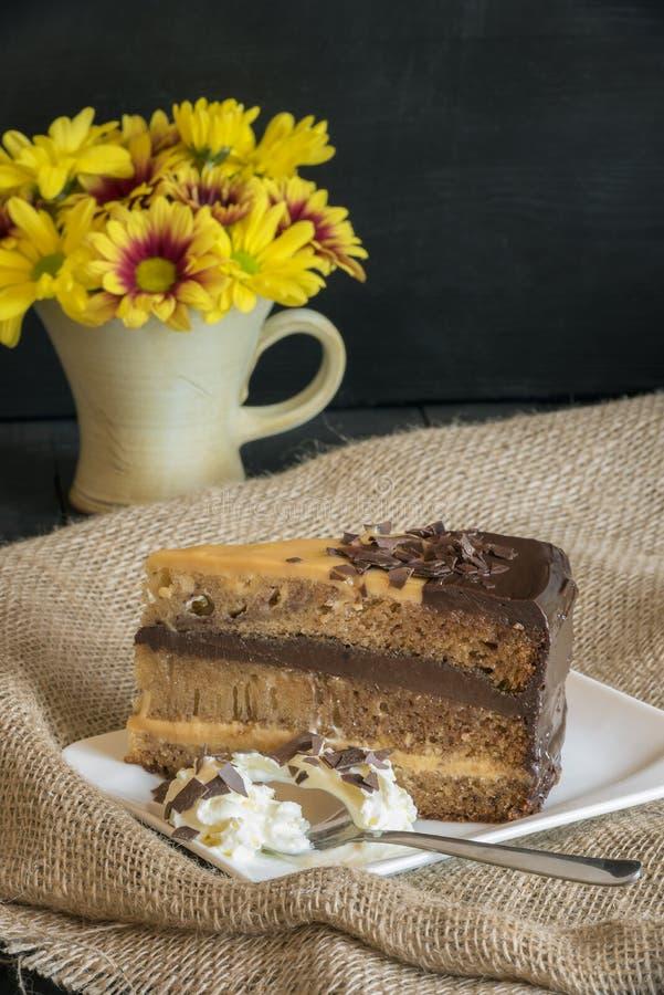 Cake met slagroom en chocolade het vullen royalty-vrije stock foto's