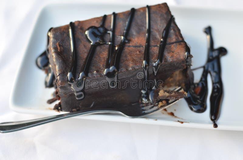 Cake met verfraaide chocolade stock afbeeldingen