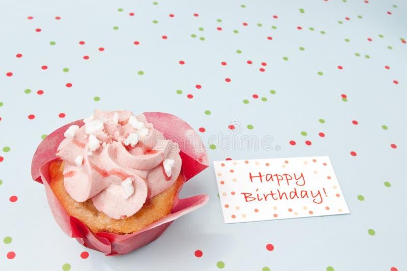 Cake met verjaardagswensen royalty-vrije stock foto's