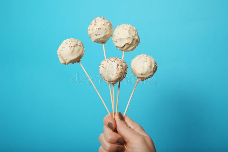 Cake pop suikergoed, zoet dessert op stok stock afbeeldingen