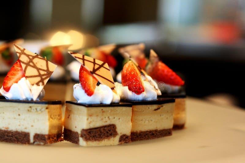 cakechokladjordgubbe royaltyfri bild