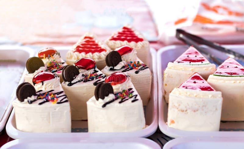 Download Cakes driehoekige stukken stock afbeelding. Afbeelding bestaande uit aroma - 107707759