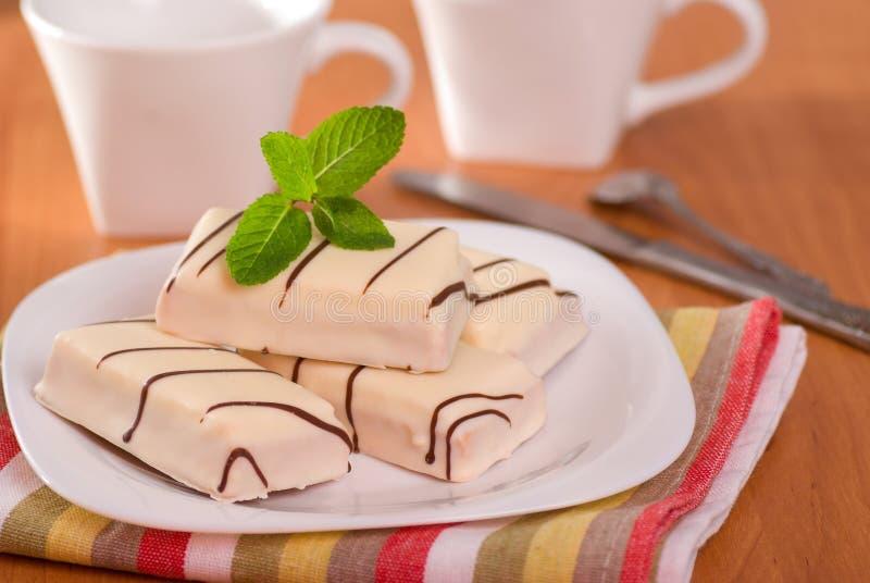 Cakes in witte glans royalty-vrije stock afbeeldingen