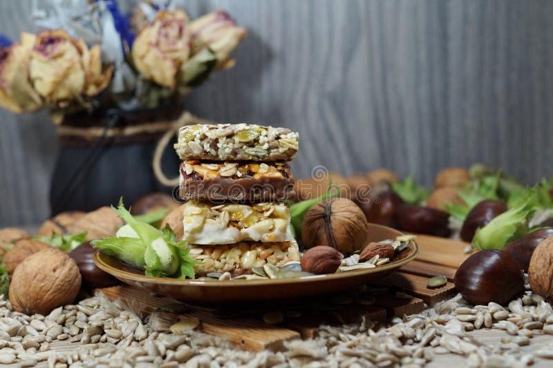 Cakesmuesli met smakelijk en gezond fruit en korrels -, stock fotografie