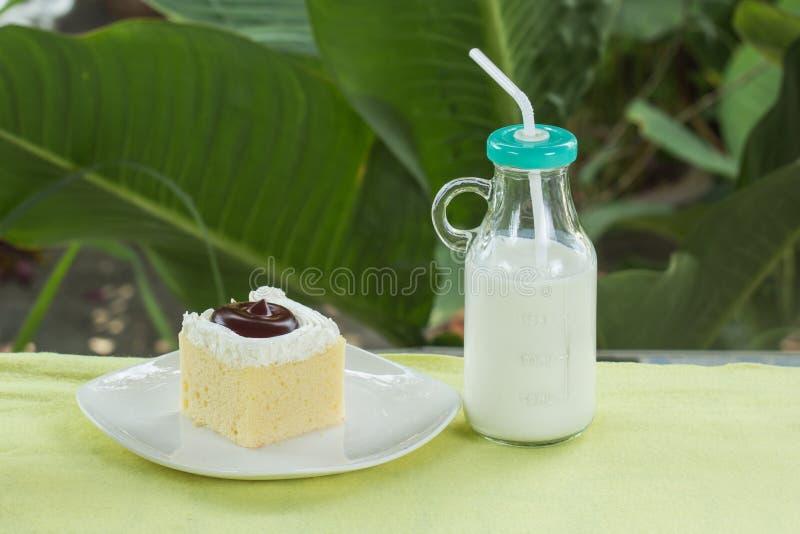 Cakk de myrtille et lait frais photo libre de droits