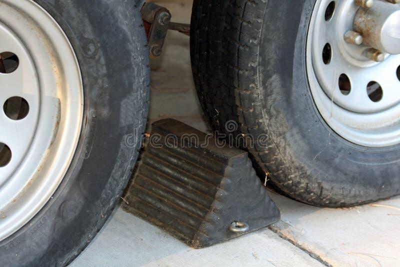 Calço e pneus da roda imagens de stock