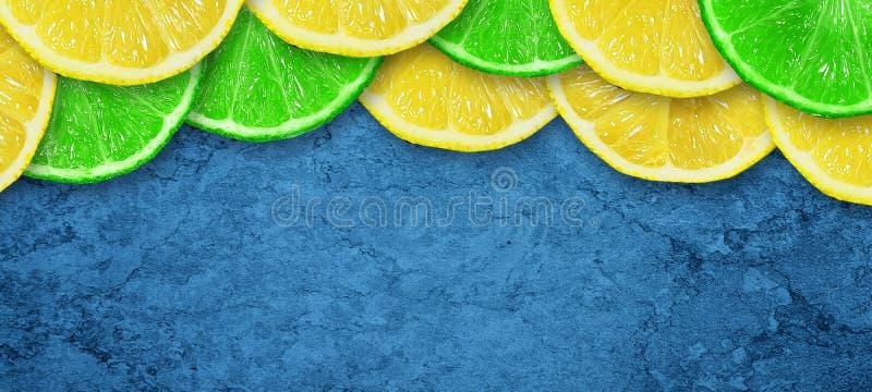 Cal y lim?n jugosos cortados en un fondo azul marino concreto Copie el espacio Frutas frescas Fondo de la fruta Alimento sano Vit ilustración del vector