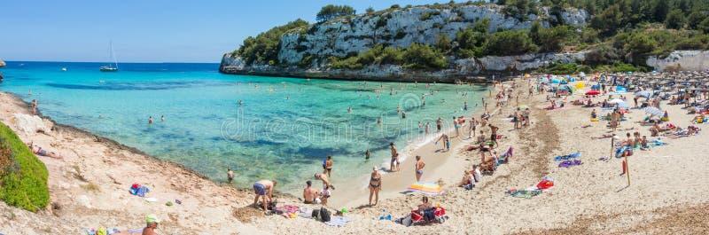 Cala埃斯塔尼d `与美妙的绿松石海, Cala Romantica,波尔图克里斯多,马略卡的en Mas美丽的海湾的风景  库存图片