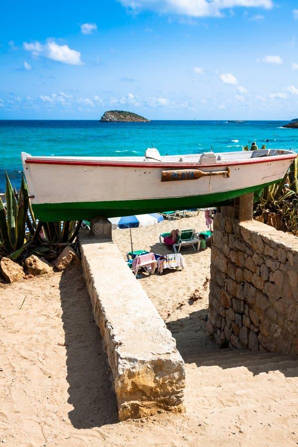 Cala新星海滩在拜雷阿尔斯地中海的伊维萨岛海岛 图库摄影