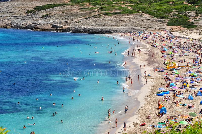 Cala άποψη mesquida σχετικά με το των Βαλεαρίδων $νήσων νησί majorca στην Ισπανία στοκ φωτογραφία