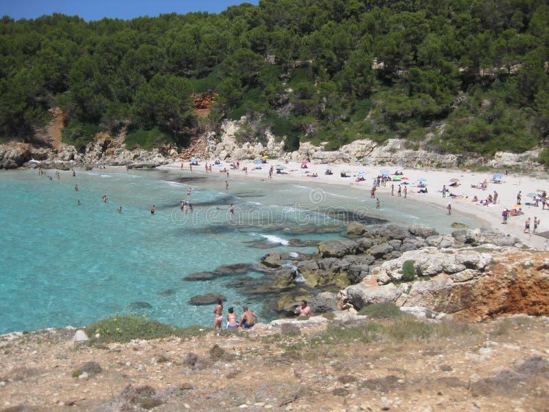 Cala με τα διαφανή νερά σε Menorca στοκ φωτογραφία με δικαίωμα ελεύθερης χρήσης