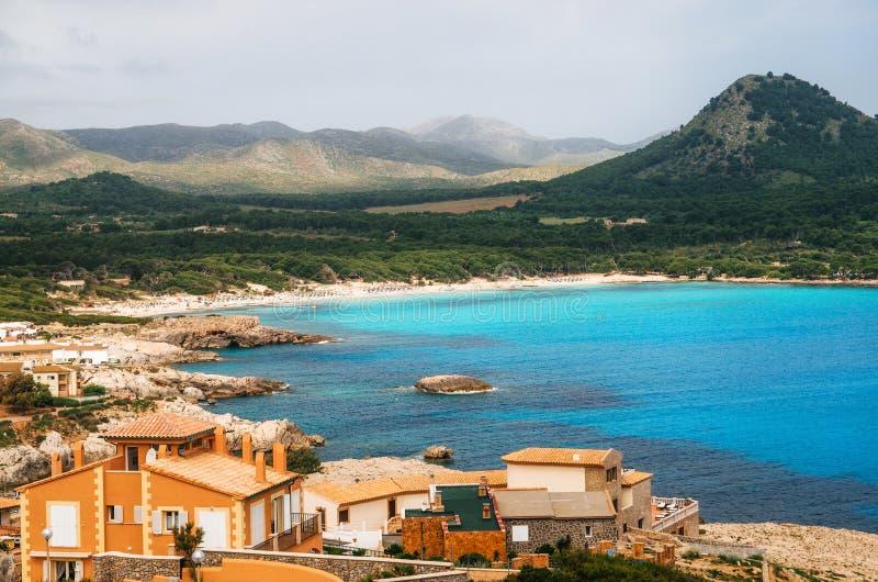 Cala Agulla海滩的鸟瞰图在马略卡海岛,西班牙 库存照片