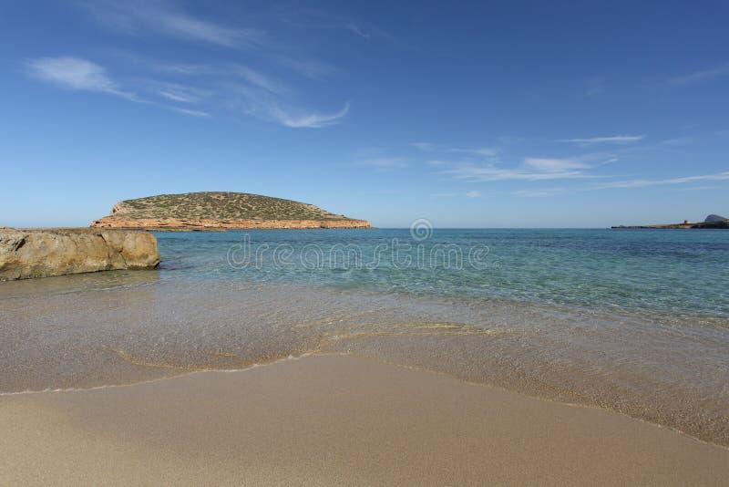 Cala comte海滩在伊维萨岛海岛 免版税库存图片