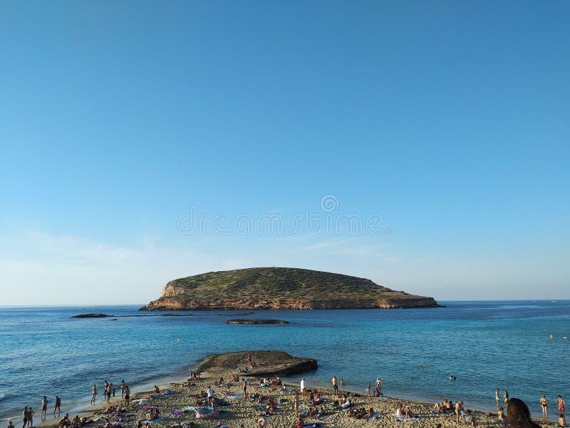 Cala Comte bij zonsondergang bezoek de unieke schoonheden van de Balearen en het overzees van †‹â€ ‹Ibiza stock afbeeldingen