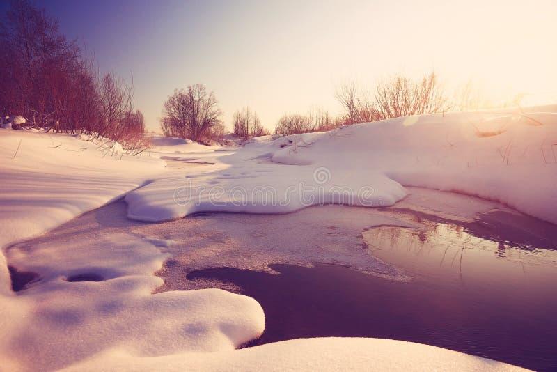 Cala con nieve e hielo imagen de archivo libre de regalías
