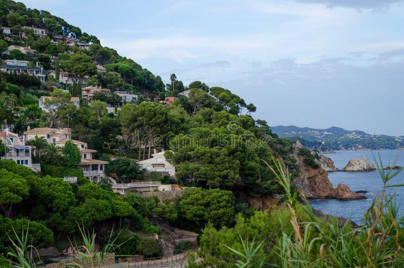 Cala de Sant Francesc, strandsemesterort i fjärden nära Blanes, Costa Brava, Spanien royaltyfri foto