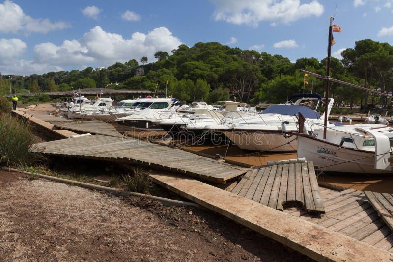 CALA GALDANA, MENORCA - 1ER OCTOBRE 2015 - dommages au nea de sentier piéton photos libres de droits