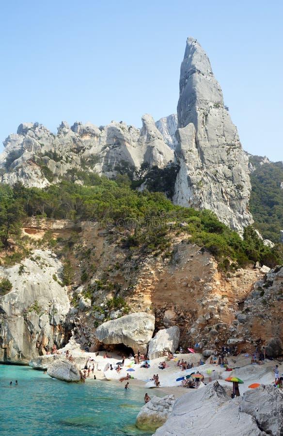 cala goloritze岩石峰顶在撒丁岛,意大利 免版税库存图片
