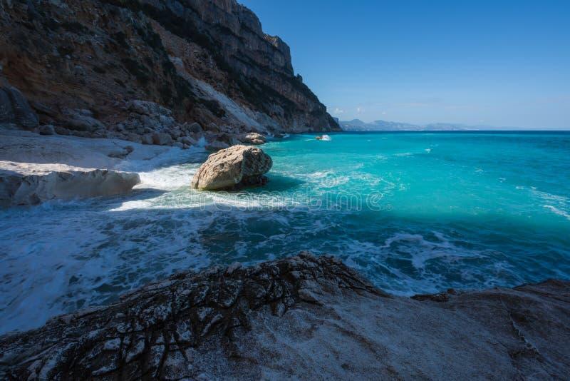 Cala Goloritze strand in de winter, Sardinige, Italië royalty-vrije stock fotografie