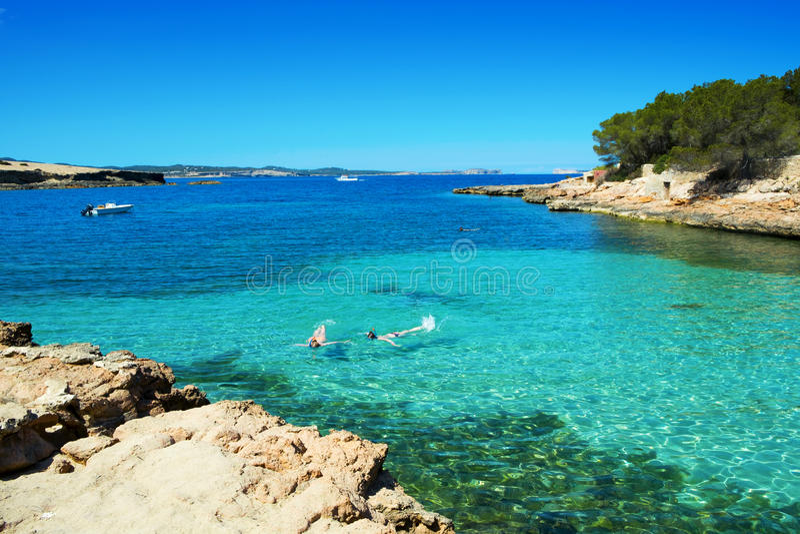 Cala Gracioneta strand in Ibiza-Eiland, Spanje royalty-vrije stock afbeeldingen