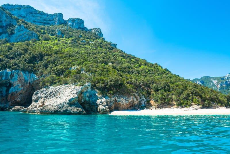 Cala Luna παραλία μια θερινή ημέρα στοκ φωτογραφίες
