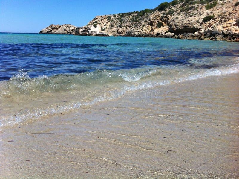 Cala Tarida en la playa de Ibiza foto de archivo