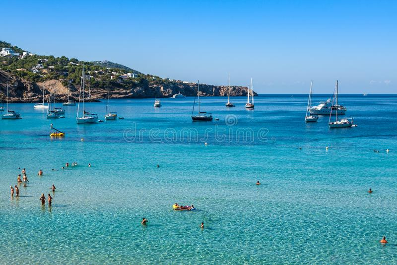 Cala Tarida na praia San Jose de Ibiza em Balearic Island fotos de stock royalty free
