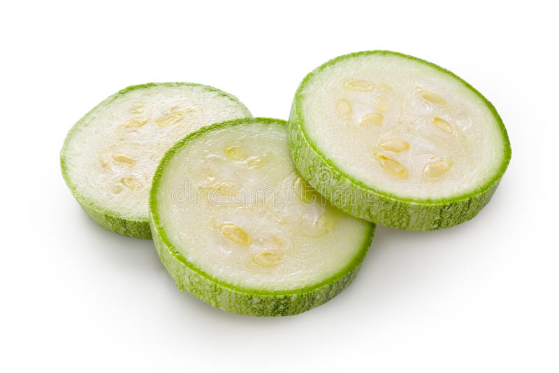 Calabacín. Calabacín verde cortado en el fondo blanco foto de archivo libre de regalías