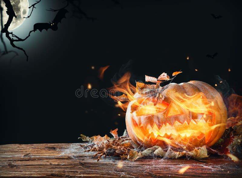 Download Calabaza ardiente foto de archivo. Imagen de cara, halloween - 44853304