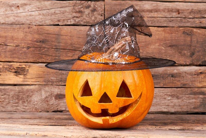 Calabaza de Halloween con el sombrero del mago foto de archivo libre de regalías