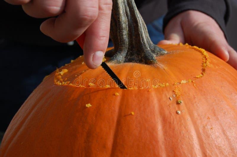 Calabaza de Halloween que talla la tradición imagenes de archivo