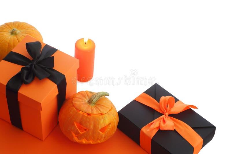 Calabaza y regalos de Halloween fotografía de archivo libre de regalías