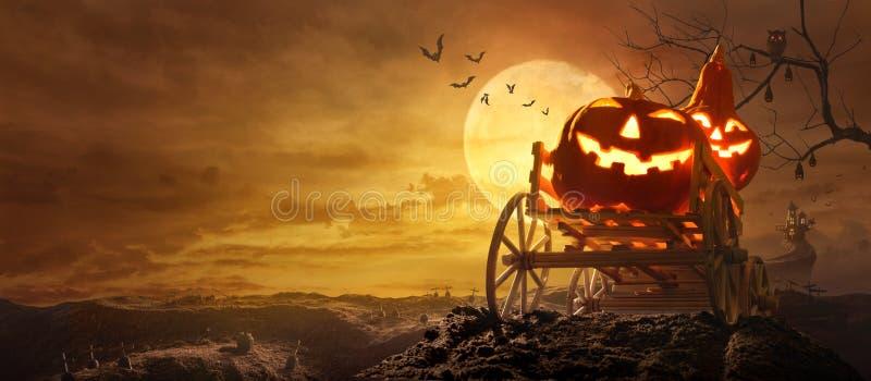 Calabazas de Halloween en el carro de la granja que pasa a través del camino estirado GR foto de archivo libre de regalías