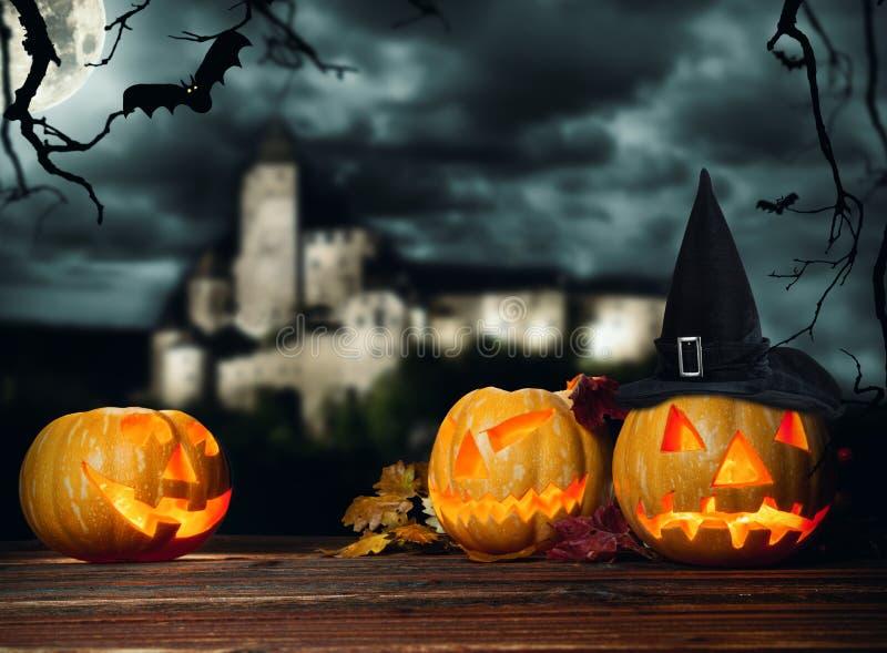 Download Calabazas De Halloween En La Madera Con El Fondo Oscuro Imagen de archivo - Imagen de glowing, miedo: 44853319