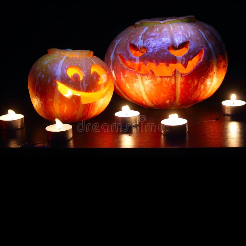 Calabazas de Halloween en negro foto de archivo libre de regalías