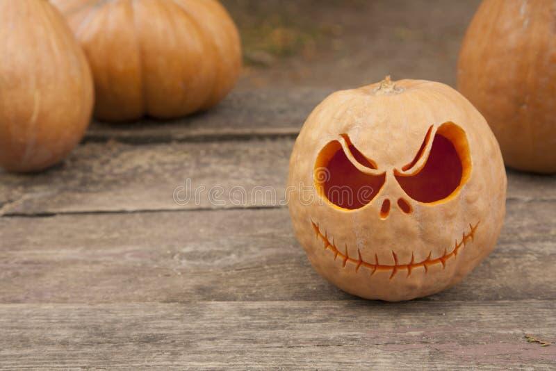 Calabazas de Halloween en una tabla de madera imagen de archivo libre de regalías
