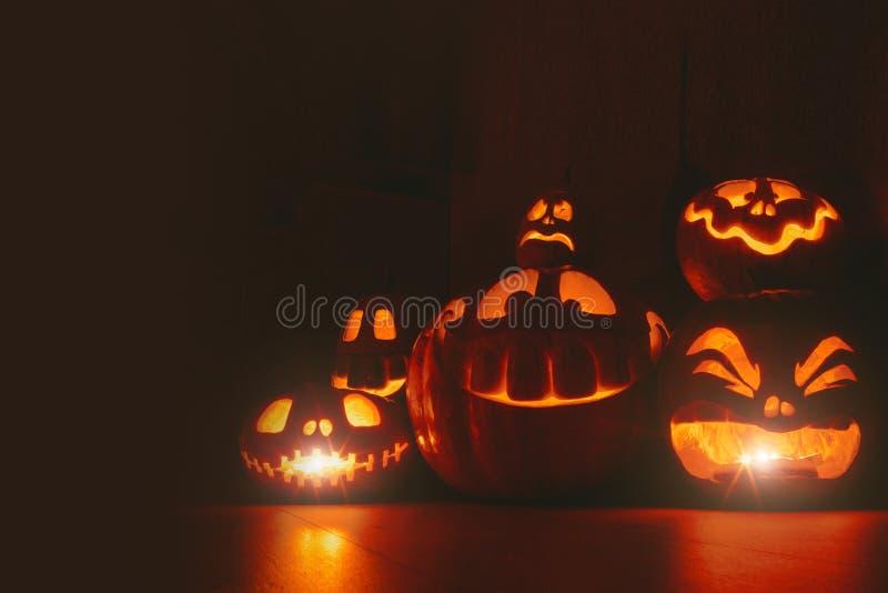 Calabazas del fantasma en Halloween ead Jack en fondo oscuro Decoraciones interiores del día de fiesta foto de archivo