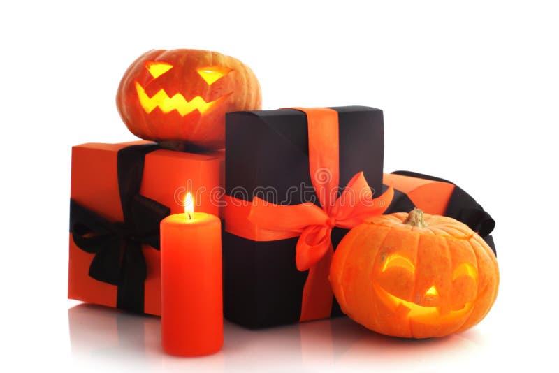 Calabazas y regalos de Halloween imagen de archivo libre de regalías
