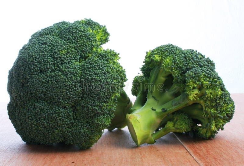Calabresebroccoli, twee hoofden stock fotografie
