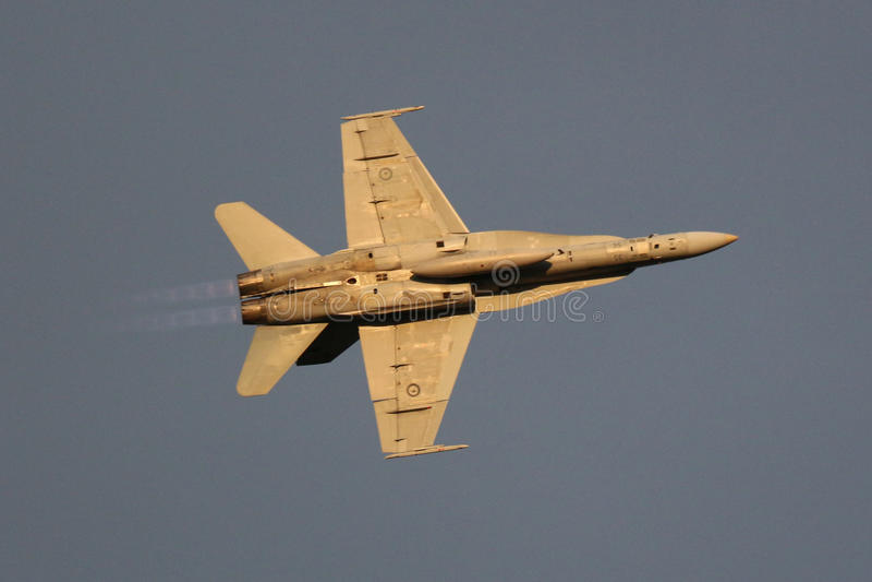 Calabrone eccellente di RAAF che sorvola Canberra F-18 immagine stock